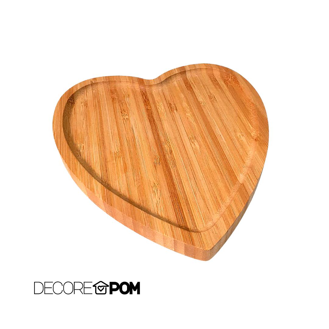 Tabua decorativa de madeira em coração